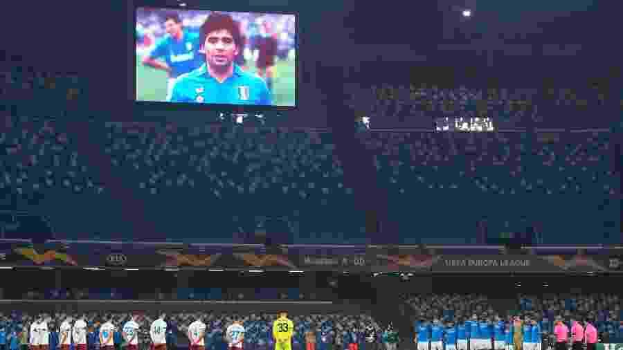 Napoli homenageou Diego Maradona antes da partida contra o Rijeka  - CIRO FUSCO/EFE