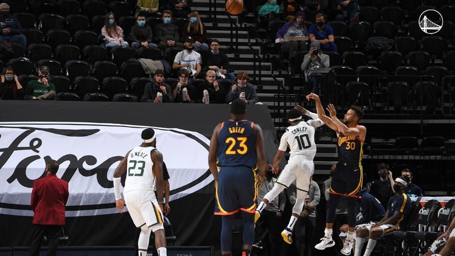 Stephen Curry faz história e se torna o segundo jogador com mais cestas de três na NBA -  Golden State Warriors