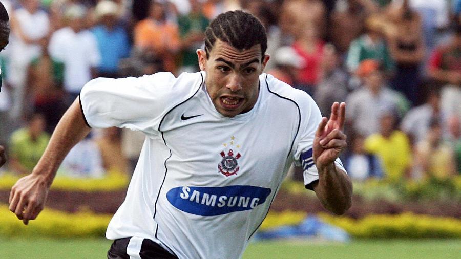 Carlos Tevez fez sucesso no Corinthians e foi o melhor jogador do Brasileiro-2005 - AFP