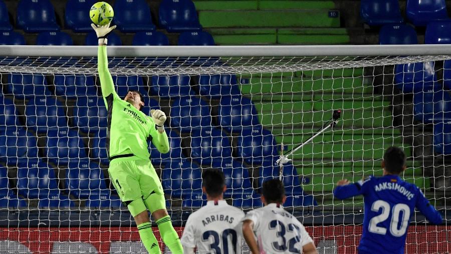 Courtois fez grandes defesas na partida entre Getafe x Real Madrid - PIERRE-PHILIPPE MARCOU/AFP