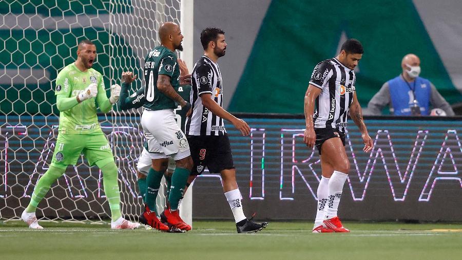 Hulk lamenta pênalti perdido no duelo entre Atlético-MG e Palmeiras no Allianz Parque - Fernando Bizerra - Pool/Getty Images