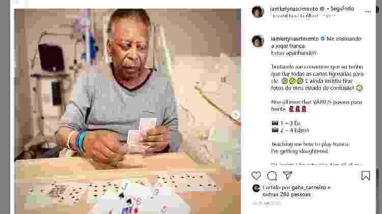 Pelé e filha Kely Nascimento jogam cartas - Reprodução - Reprodução