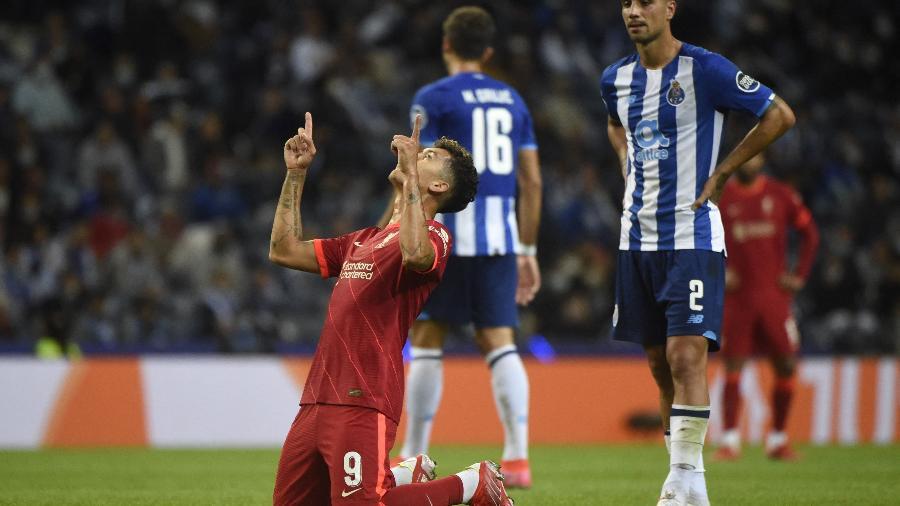 Firmino comemora um dos gols da goleada do Liverpool contra o Porto na Champions - AFP
