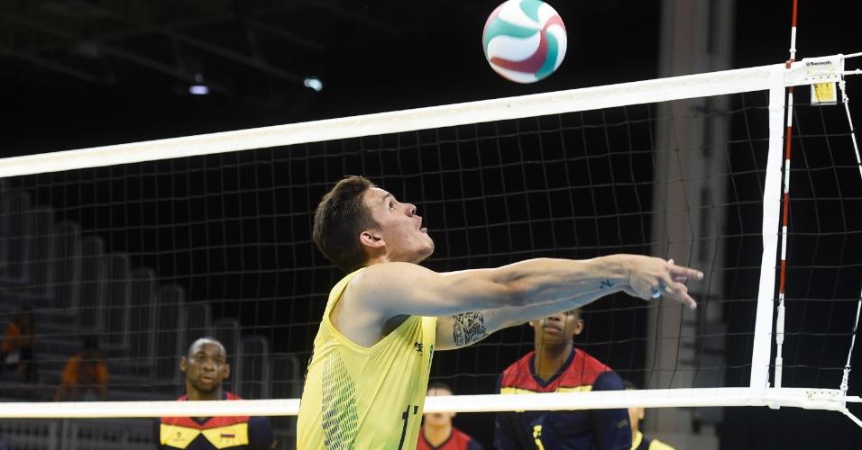 Seleção brasileira de vôlei masculino enfrentou a Colômbia em sua estreia no Pan