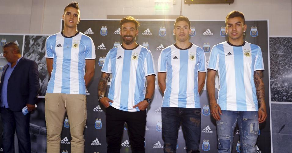 Jogadores da Argentina apresentam o novo uniforme da seleção
