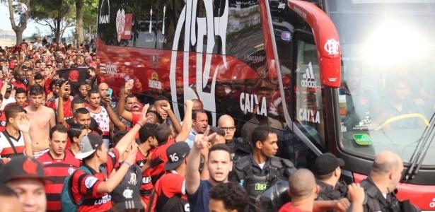 Além de praia, torcida do Flamengo fez festa também em aeroporto
