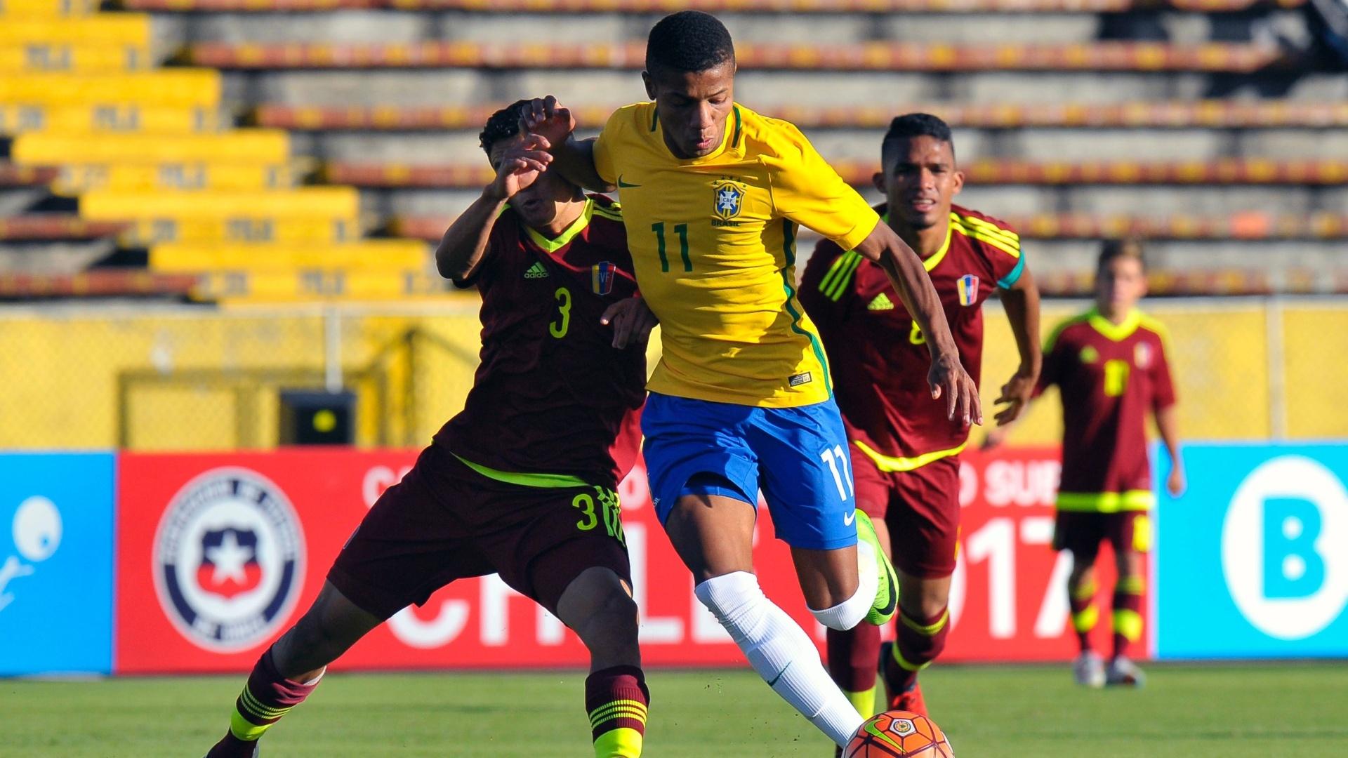 David Neres tenta passar pela marcação da Venezuela, no Sul-Americano sub-20