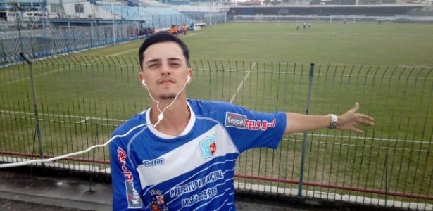 Daniel Oliveira, torcedor 'solitário' do Angra dos Reis E.C., do Rio de Janeiro