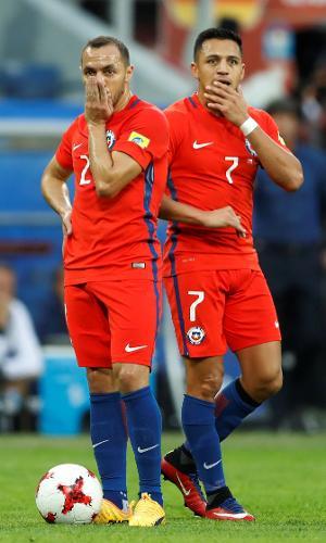 Marcelo Díaz e Alexis Sánchez lamentam erro do Chile contra a Alemanha