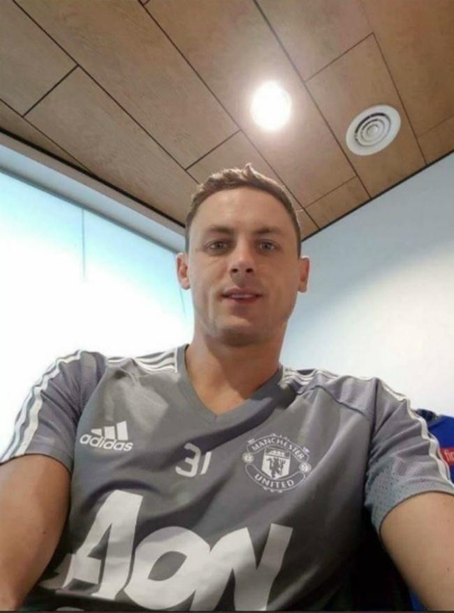 Suposta foto de Matic com a camisa de treino do United vaza nas redes sociais