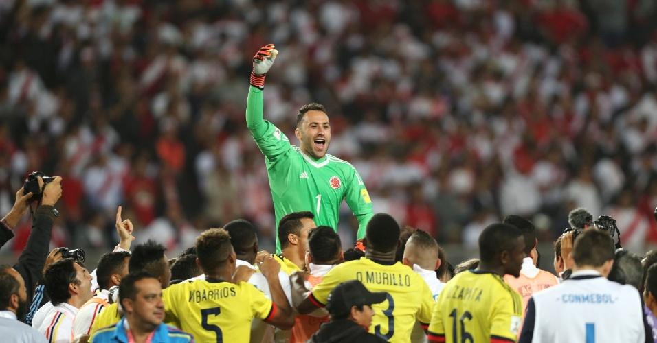 David Ospina comemora com colombianos a classificação para a Copa