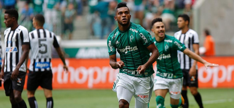 Palmeiras de Borja está no último ano de contrato com a Adidas e pode trocá-la pela Puma - Daniel Vorley/AGIF