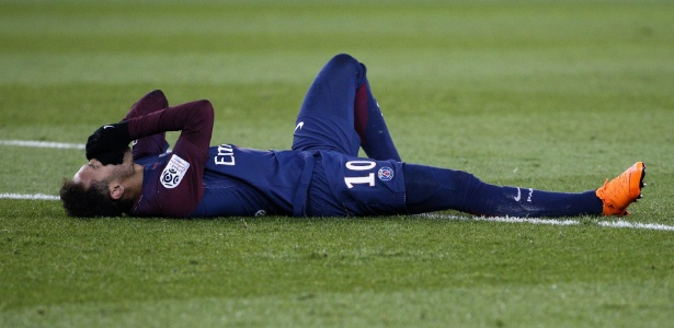 Na vitória sobre o Marselha, Neymar lesionou o tornozelo direito