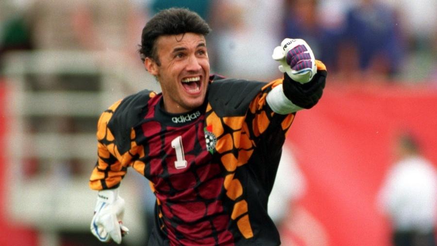 Borislav Mihaylov, goleiro da Bulgária, durante o jogo contra a Grécia pela Copa do Mundo de 1994 - Jonathan Daniel/ALLSPORT