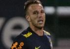 """""""Joga de terno"""": Arthur encanta grupo e ganha status de craque na seleção - Pedro Martins / MoWA Press"""