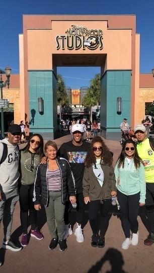 Arthur Gomes, revelação do Santos, é mais um jogador brasileiro que está em Orlando, nos Estados Unidos, e curte os parques da Disney