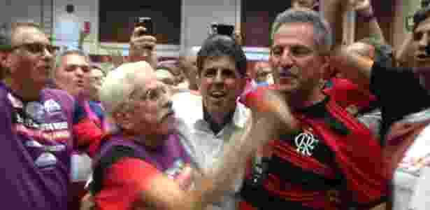 Landim foi muito festejado pelos apoiadores ao vencer a eleição presidencial - Léo Burlá/UOL Esporte
