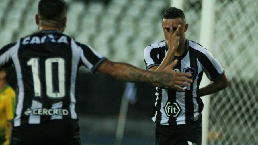 Erik marcou dois gols e garantiu vitória do Botafogo na Copa do Brasil - Jotta de Mattos/AGIF