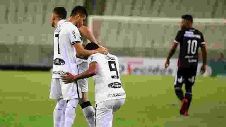 Eduardo (9) comemora gol do Treze-PB em jogo contra o Ferroviário-CE - Xand Rodrigues / ASCOM Ferroviário