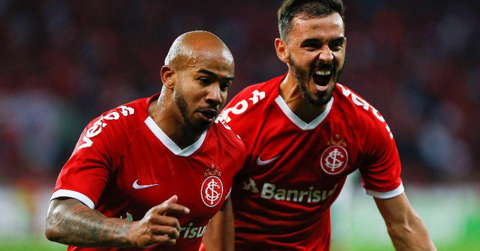 Patrick comemora seu gol pelo Internacional durante partida contra o Palmeiras pela Copa do Brasil