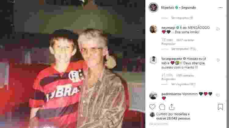 Filipe Luís com a camisa do Flamengo na infância - Reprodução