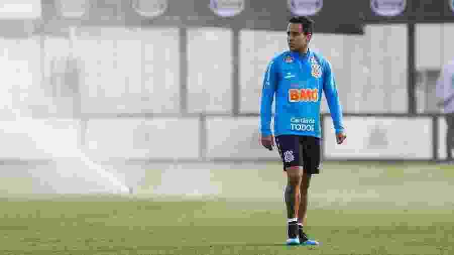 Jadson, meia do Corinthians, durante treino no CT Joaquim Grava - Rodrigo Gazzanel/Agência Corinthians