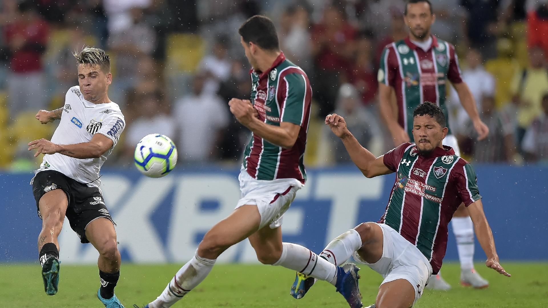 Soteldo, durante partida entre Santos e Fluminense