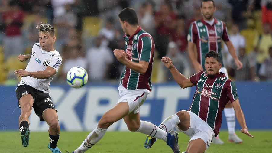 Baixinho Soteldo fez um golaço pelo Santos na partida contra o Fluminense, hoje (26), no Maracanã - Thiago Ribeiro/AGIF