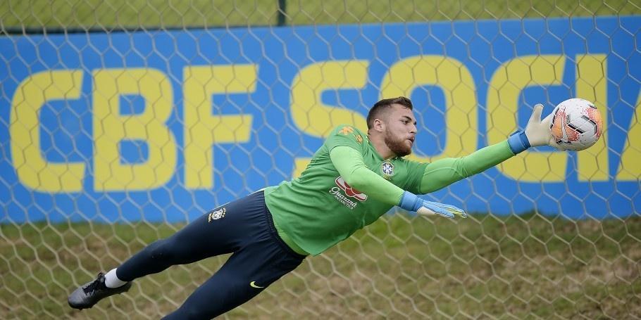 Goleiro Phelipe em jogo-treino da seleção olímpica