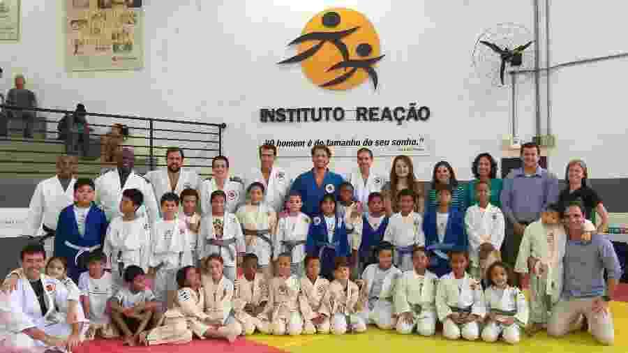 Flávio Canto e pessoal do Instituto Reação recebem patrocinadores  - Divulgação