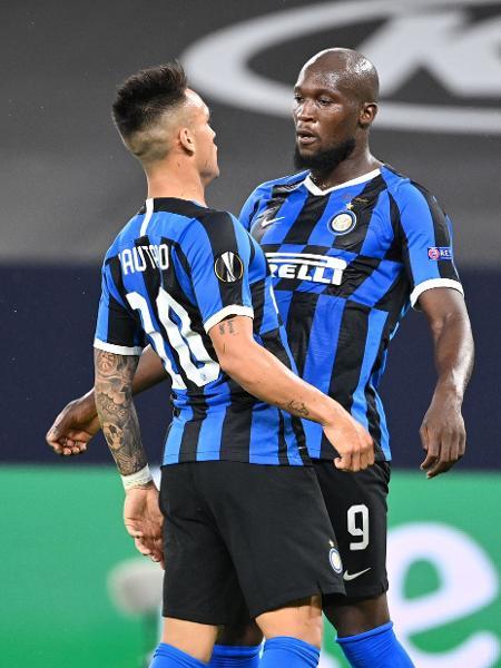 Lukaku e Lautaro Martínez comemoram gol da Inter de Milão contra o Getafe, pela Liga Europa - Ina Fassbender / various sources / AFP