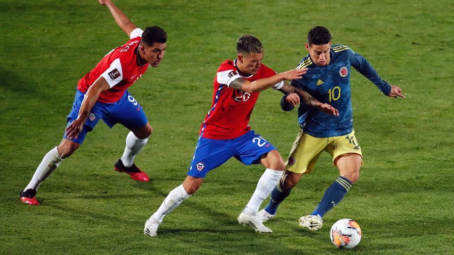 James Rodriguez em ação no empate entre Chile e Colômbia - Getty Images