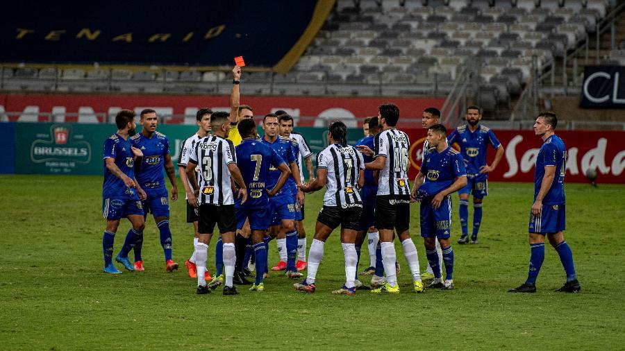 Hulk é expulso em clássico Atlético x Cruzeiro após briga com Willian Pottker  - Alessandra Torres/AGIF