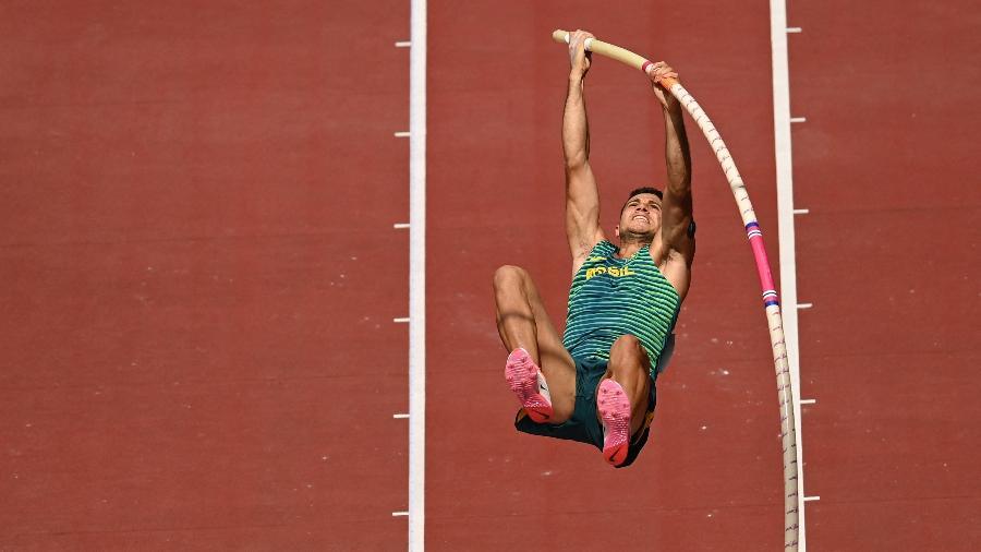 Thiago Braz está na final do salto com vara e tenta conquistar a segunda medalha olímpica - Ina Fassbender/AFP