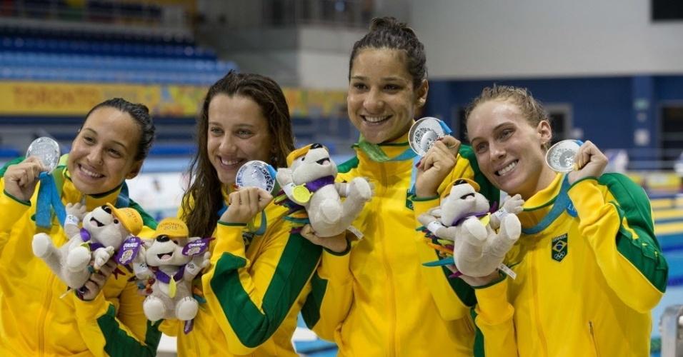 Brasileiras comemoram medalha de prata no revezamento 4x200