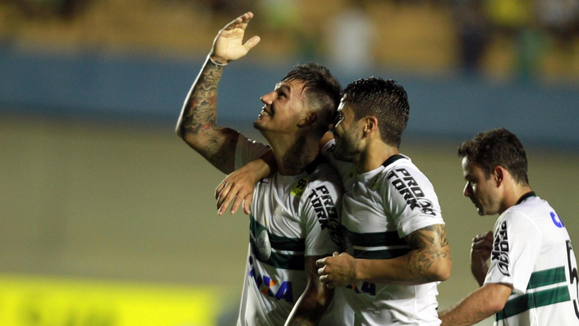 João Paulo comemora belo gol contra o Goiás, pelo Campeonato Brasileiro