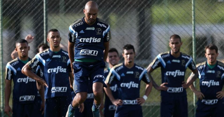Jogadores do Palmeiras realizam atividade física em Atibaia