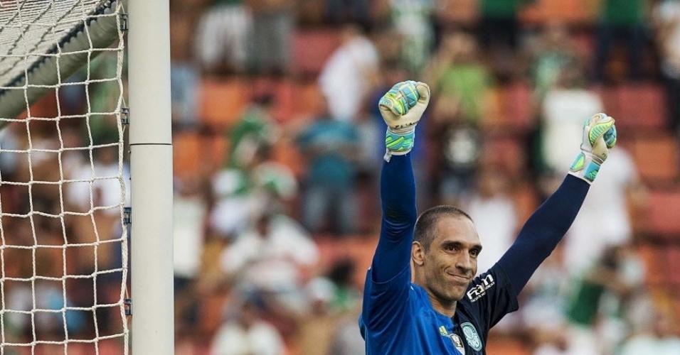 03.abril.2016 - Fernando Prass comemora após defender pênalti de Lucca no clássico Palmeiras x Corinthians