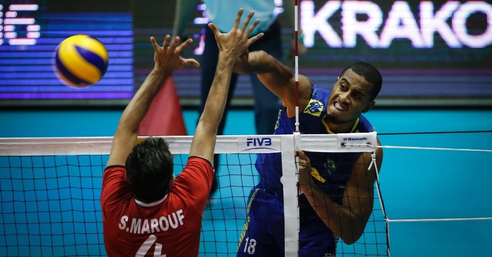 Lucarelli em ação contra o Irã pela Liga Mundial de Vôlei