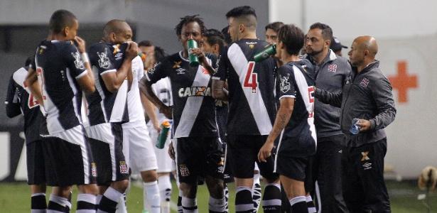 Santos venceu o jogo de ida por 3 a 1 na Vila Belmiro e pode até perder no Rio de Janeiro