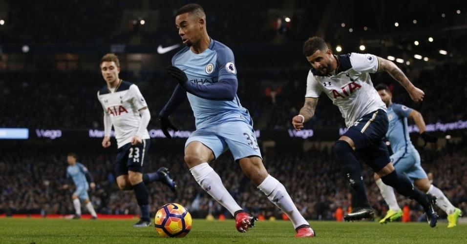 Gabriel Jesus arranca pela esquerda e quase dá assistência em sua primeira jogada pelo Manchester City