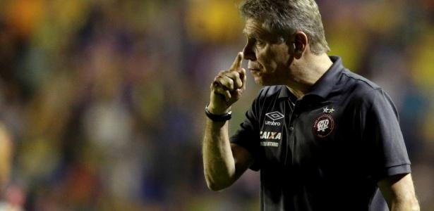 Paulo Autuori no comando do Atlético-PR - REUTERS/Mario Valdez