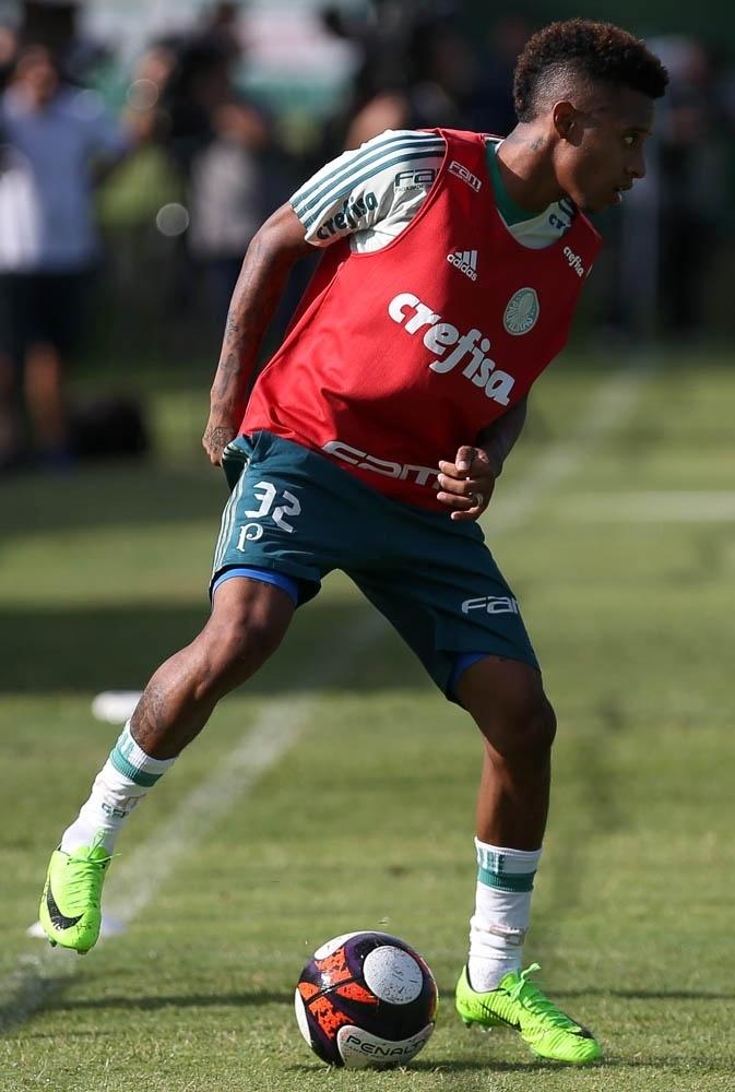 Tchê Tchê em ação em jogo-treino do Palmeiras contra o Jabaquara