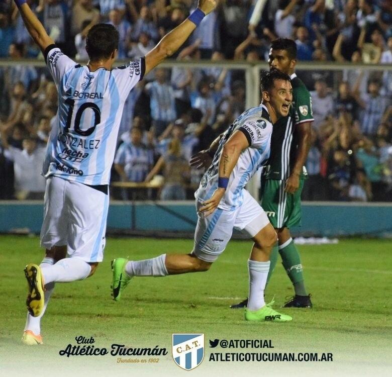 Fernando Zampedri comemora gol do Atlético Tucumán diante do Palmeiras na Libertadores