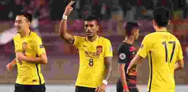 Paulinho festeja após marcar pelo Guangzhou Evergrande contra o Kashima Antlers - Toshifumi Kitamura/AFP