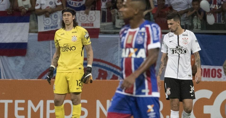 Goleiro Cássio observa jogo entre Bahia e Corinthians
