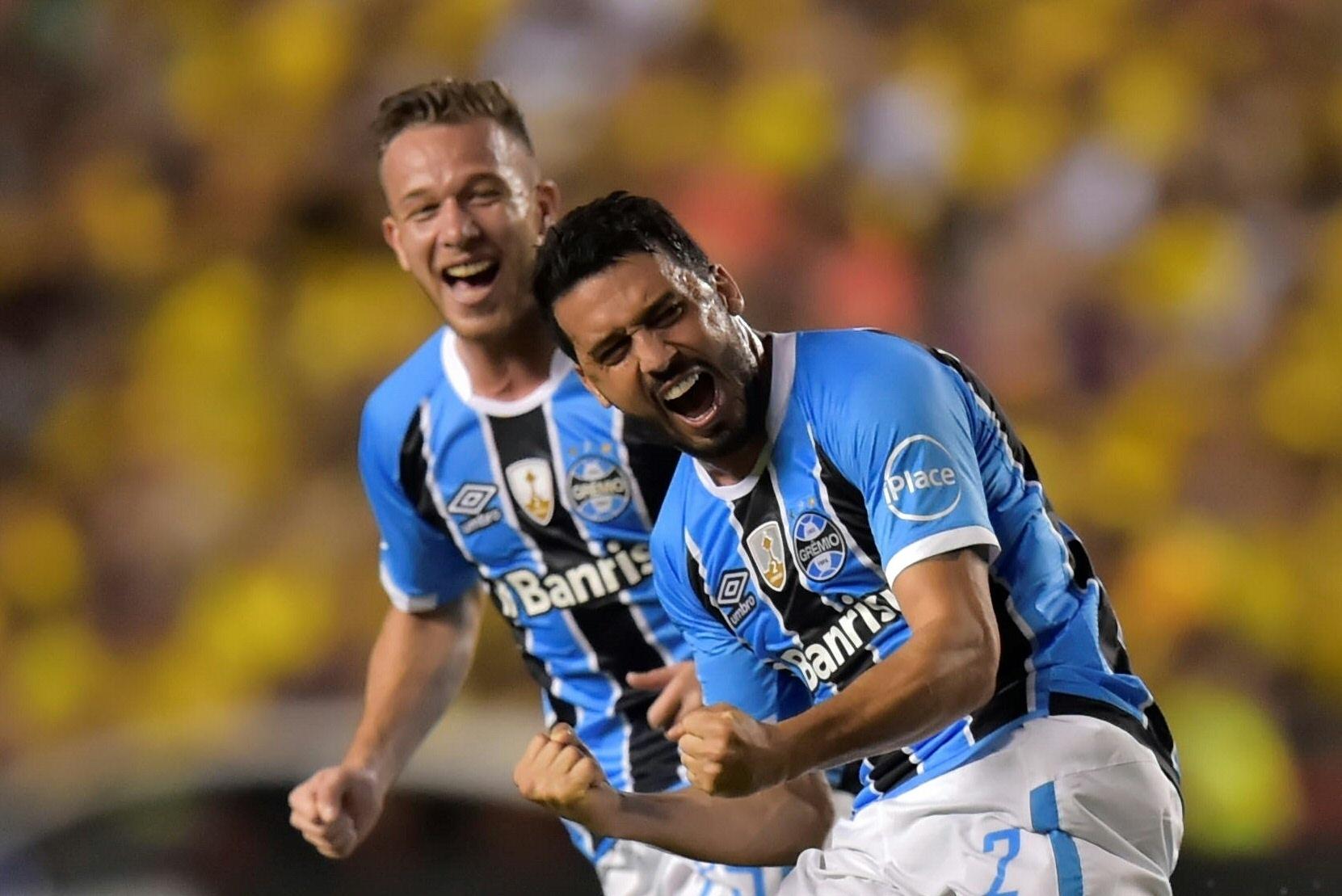 1c49f30fc8 Edilson se despede do Grêmio após acerto com Cruzeiro