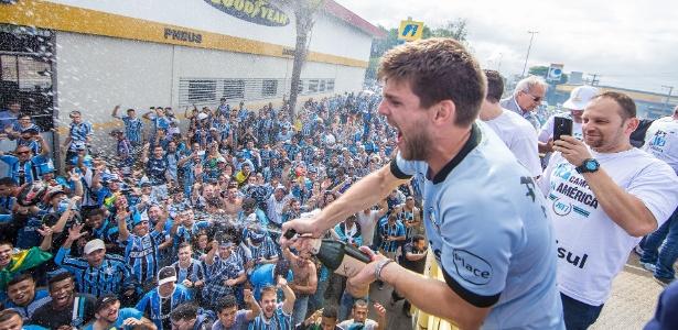 Zagueiro tem 112 jogos pelo Grêmio em dois anos. Estreia foi contra o Atlético-PR - Divulgação/Grêmio