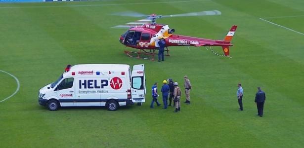 Helicóptero entrou em campo para atender o torcedor do Figueirense