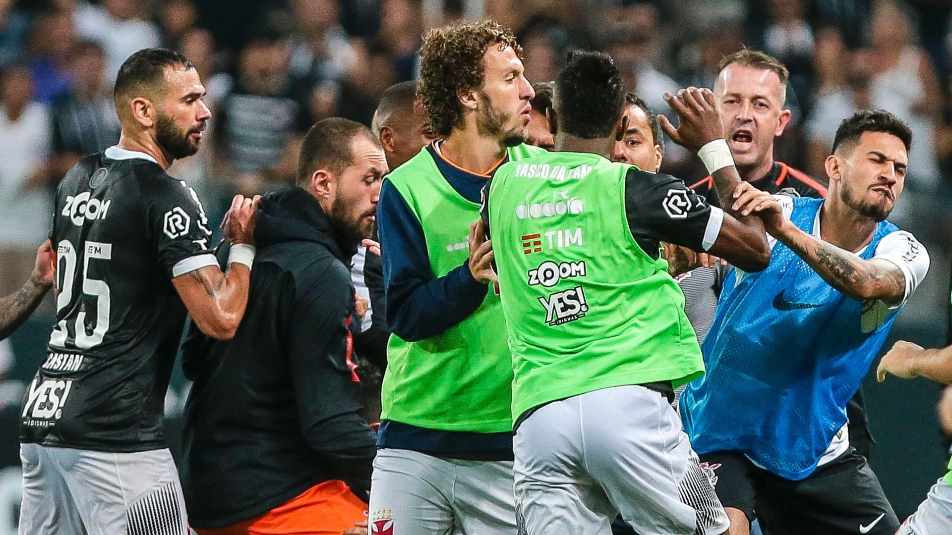 Confusão marca final de jogo entre Corinthians e Vasco na Arena
